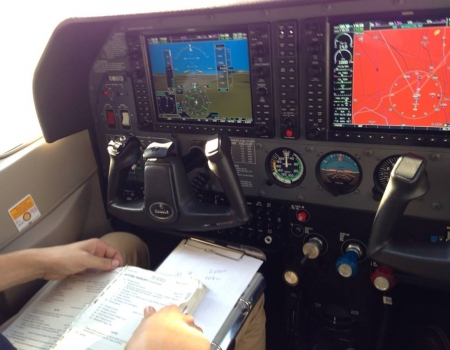 Cessna 182 with Garmin 1000 Glascockpit for Instrumentrating