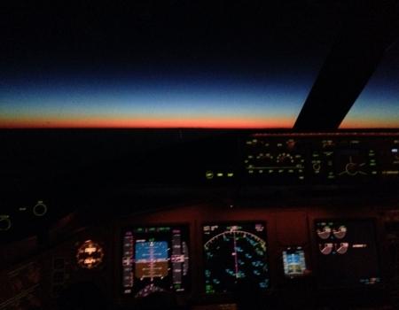 Boeing 777 cockpit night view